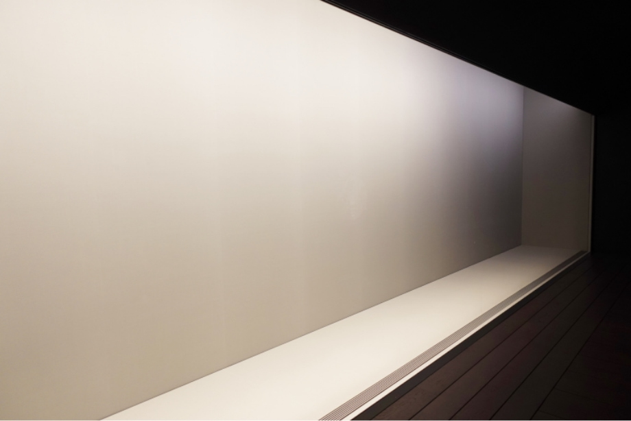 15m 一体ガラスの展示ケース